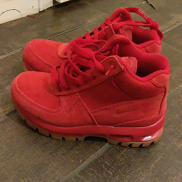 nike boots red